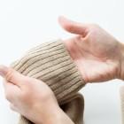 Как и чем стирать шерстяной свитер в стиральной машине и избежать его деформации? Особенности при стирке белого свитера