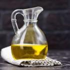 Растительное масло: нестандартные способы использования — от удаления жвачки до стирки и отбеливания кухонных полотенец и белья