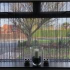 Нитяные шторы на кухню. Зонирование пространства и декорирование окон с 50 фотографиями решений