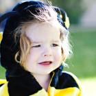 Новогодний костюм пчёлки – нарядное платье, крылья, обруч с усиками. Может сшить даже новичок
