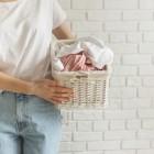 Как избавить белую одежду от пятен, сохранив белизну надолго? Правила и секреты стирки