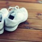 Можно ли постирать кожаные кроссовки в стиральной машине? В каких случаях это делать нельзя?