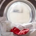 Как правильно сушить пуховик после стирки? Что нужно сделать, чтобы не образовались разводы и неприятный запах?