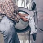 Стирка зимней куртки в стиральной машине: как правильно избавить теплую вещь от загрязнений?
