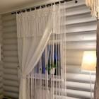 Как закрепить нитяные шторы на окне и в дверном проеме, обрезать и красиво завязать: 20 фотографий и советы по уходу