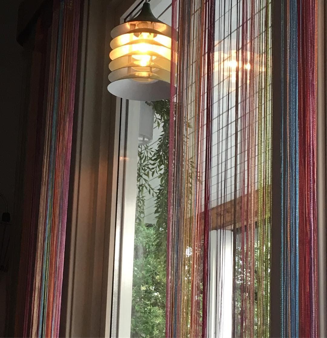 Нитяные шторы на кухню. Зонирование пространства и декорирование окон с фотографиями решений